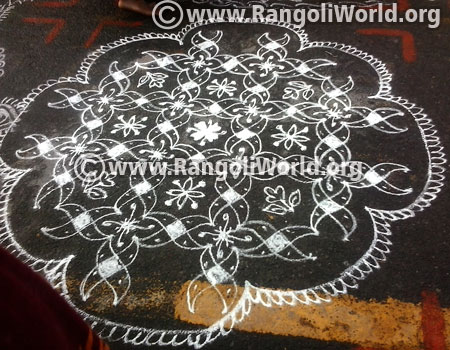 21 to 1 Parallel Dots Kolam