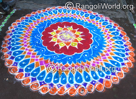 Double stroke flower freehand rangoli mar